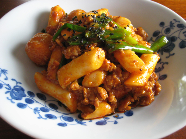 Ddukboki (spicy stir-fried rice cakes)