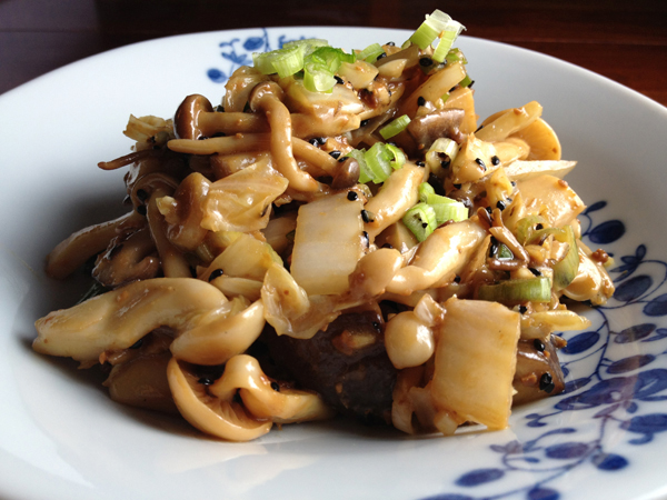 Beosot Muchim (seasoned mushrooms with cabbage)