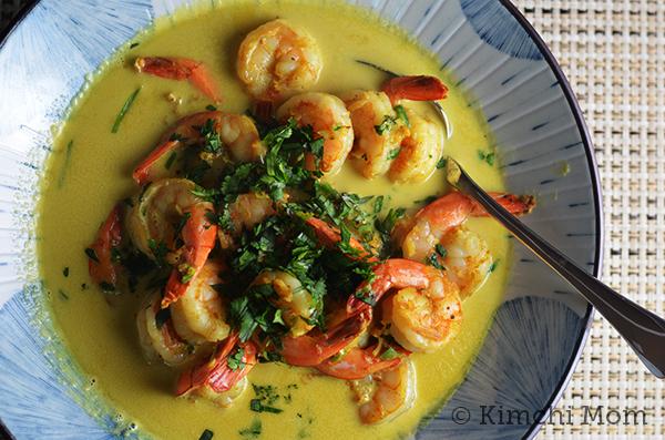Curried Shrimp #WeekdaySupper | www.kimchimom.com