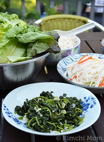 Shigumchi Namul (seasoned spinach) | www.kimchimom.com
