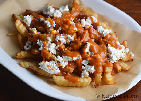 Poutine Corée (Korean-style Gravy Cheese Fries)