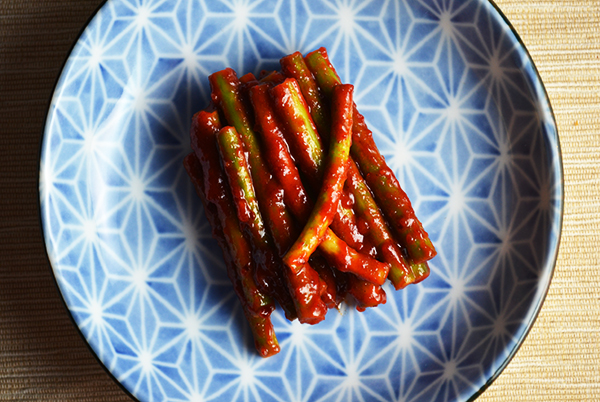Spicy Pickled Garlic Scapes | www.kimchimom.com