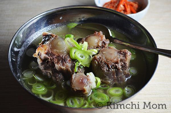Korean Oxtail Soup | www.kimchimom.com