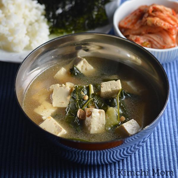 Dwaenjang Guk | www.kimchimom.com