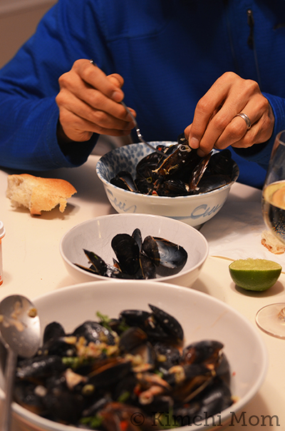 Thai-style Mussels #SundaySupper #GGHoliday2013 | www.kimchimom.com
