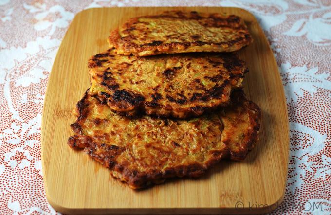 Kimchi & Sausage Pancakes (Kimchi Jun) #WeekdaySupper | www.kimchimom.com