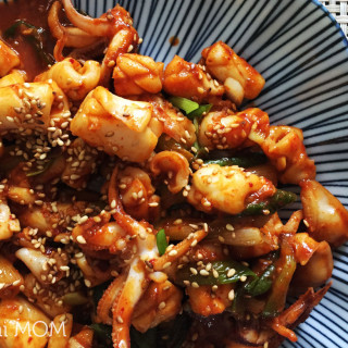 Ojingeo Bokkeum (Korean Spicy Stir-fried Squid) #SundaySupper
