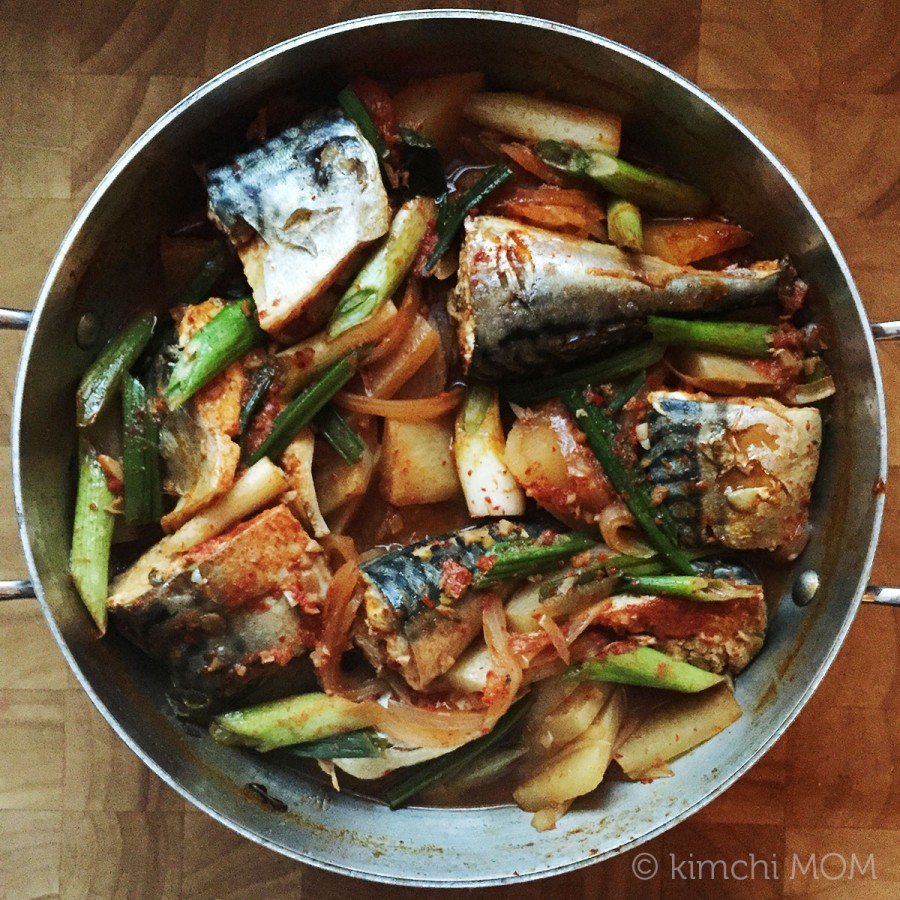 Korean Spicy Braised Mackerel #SundaySupper | kimchimom.com